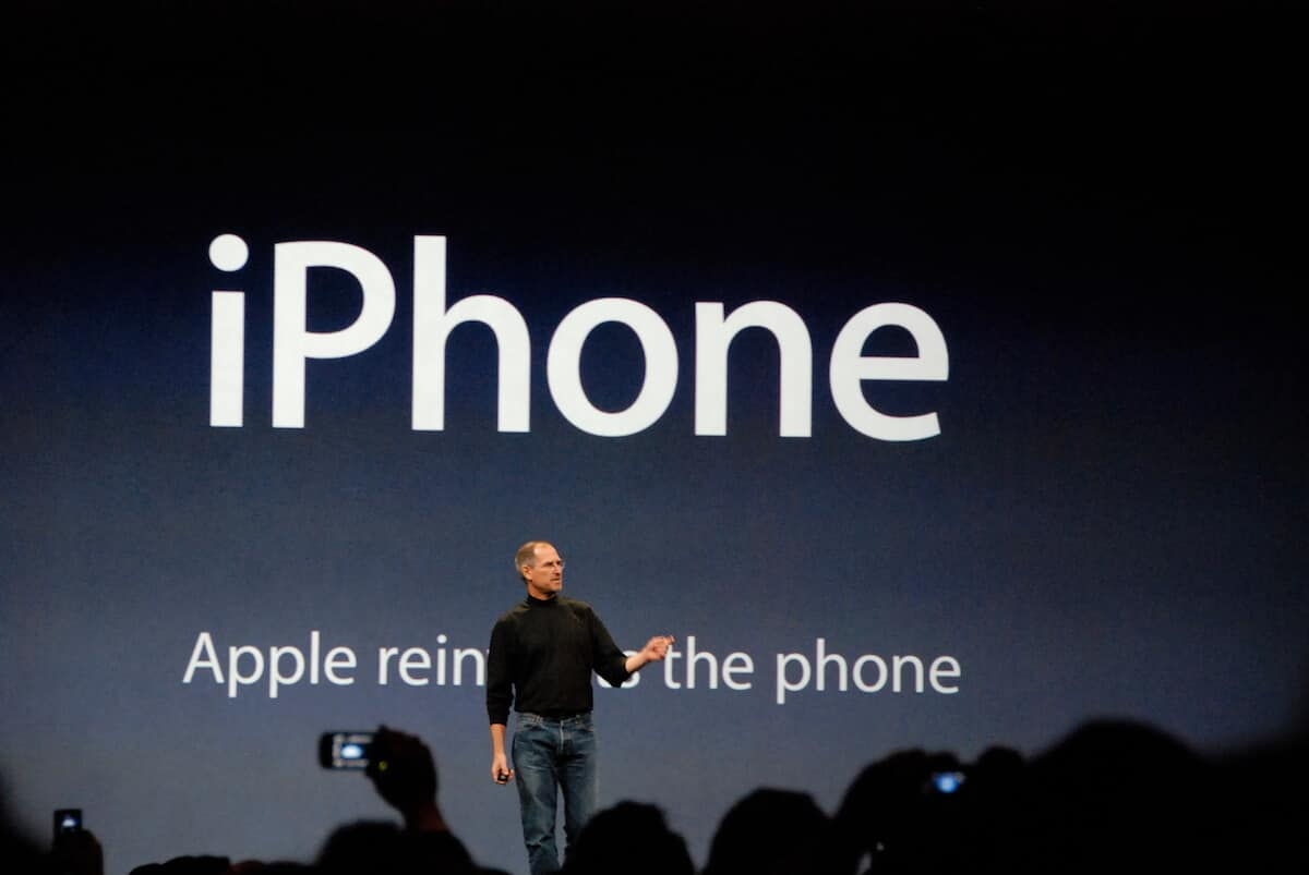 Эпл переизобрела телефон