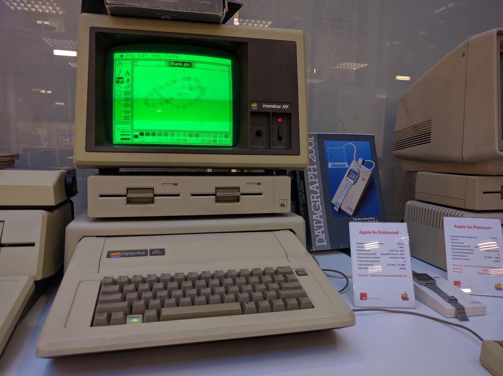 Apple IIe Enhanced, 1985 г., $1400